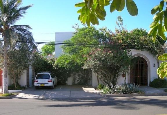 Casa Tortuga from street