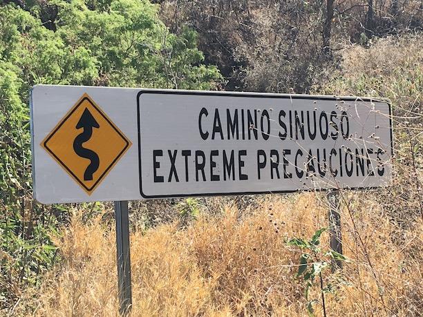 Camino sinuoso sign