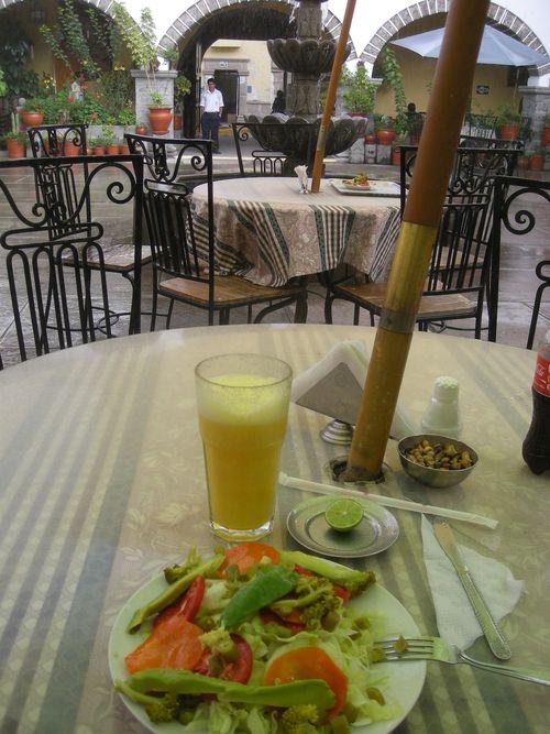 37 - Ensalada mixta & fresh-squeezed orange juice