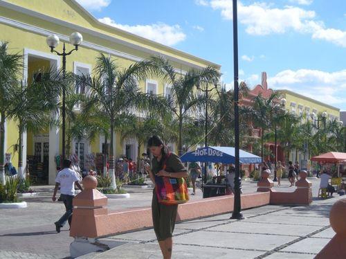 15 - Street scene in Cozumél